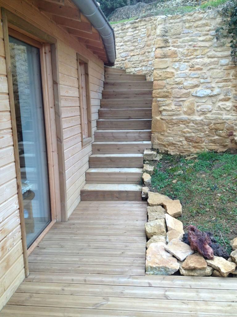 Le bardage bois est un matériau qui donne un côté chaleureux à votre maison