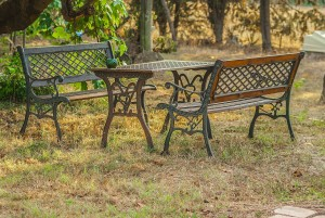 table-and-benches-856200_1280